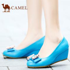 camel骆驼女鞋 秋季人气休闲羊皮圆头浅口蝴蝶结优雅时尚坡跟鞋
