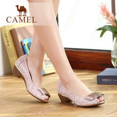 Camel骆驼女鞋 甜美蛇纹羊皮羊猄布金属蝴蝶配饰粗跟鱼嘴单鞋女