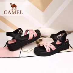 骆驼休闲简约女凉鞋 露趾坡跟皮带扣凉鞋