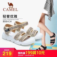 骆驼女式魔术贴时尚凉鞋 2018夏新款亮片一字带坡跟女鞋 韩版百搭