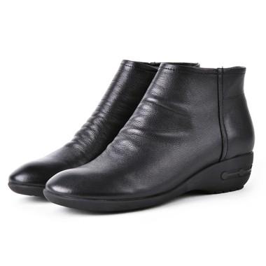 骆驼女鞋camel-586821-秋冬新品优雅褶皱纹真皮女士靴黑色